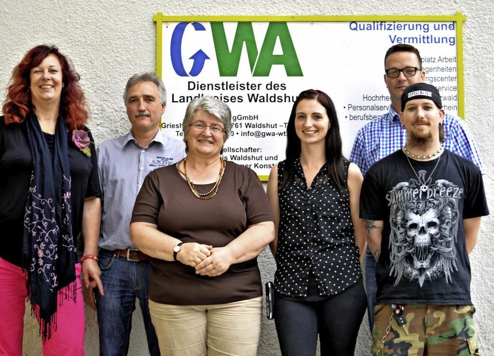 Beim Abgeordnetenbesuch (von links): P...chnow und Sozialarbeiter Kai Gröger.    | Foto: GWA