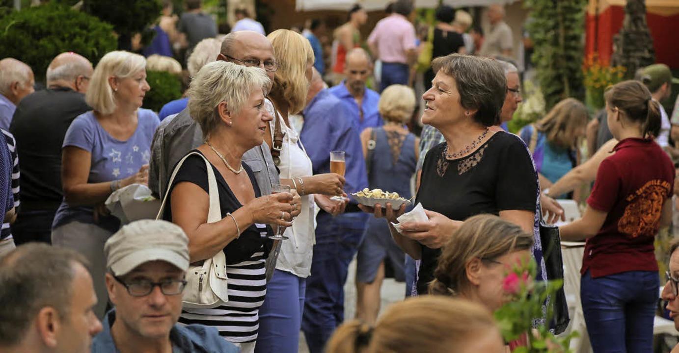 Beliebter Treff: das Hoffest im Weingut Schwörer  | Foto: Decoux-Kone