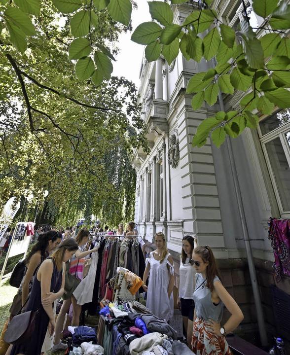 Kleider, Schuhe, Accessoires – b...hen trafen sich Angebot und Nachfrage.  | Foto: Michael Bamberger