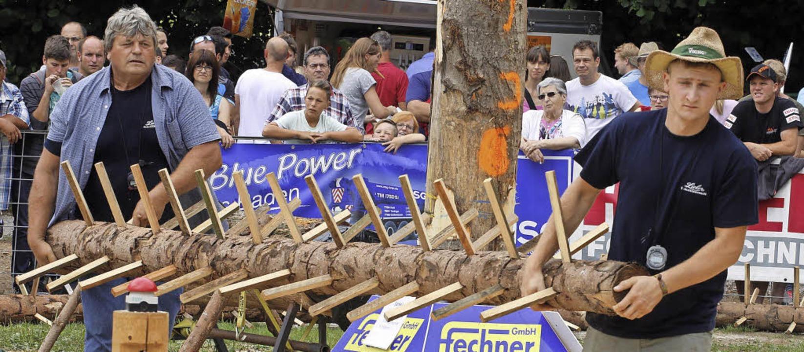 Bei den Holzfällermeisterschaften heiß...zu Kraft muss auch Perfektion kommen.     Foto: heidi fössel