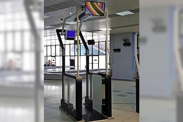 Im Hafen kontrolliert der Automat die Passagiere