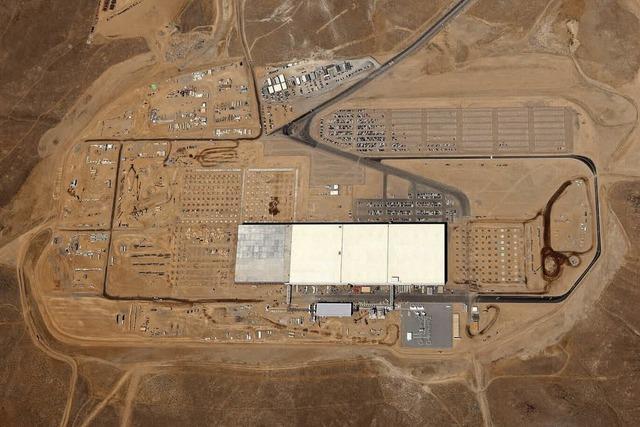 Tesla baut 135 Fußballfelder große