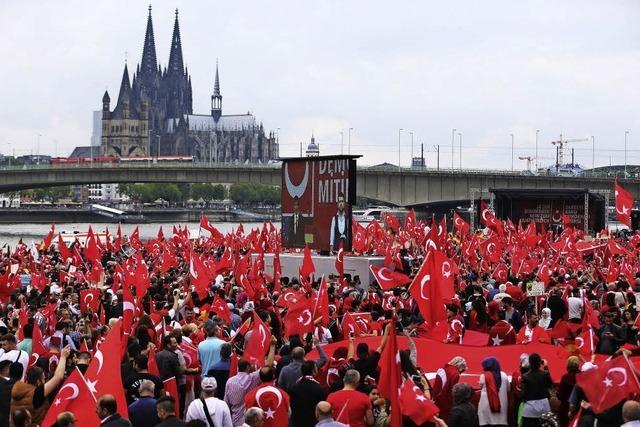 40 000 huldigen Erdogan