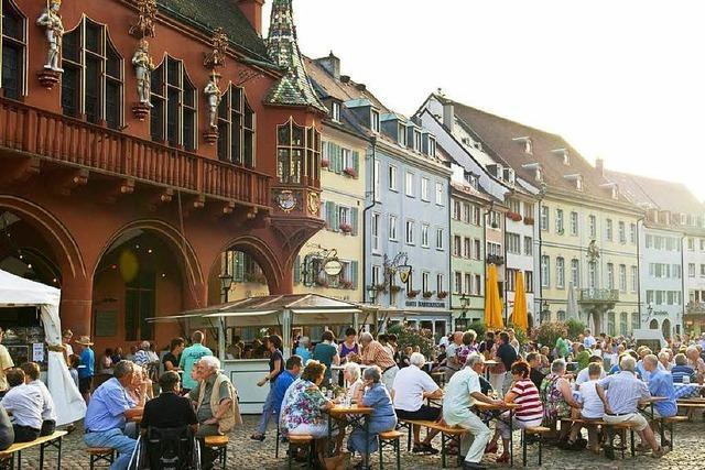 Weinkost ums Historische Kaufhaus Freiburg