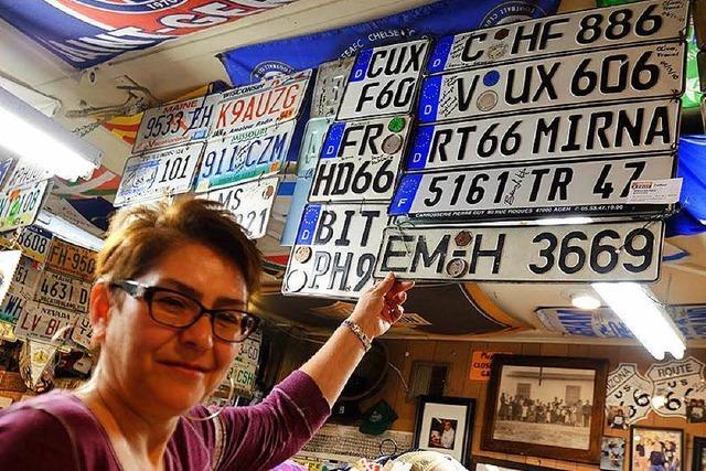 Warum in einem kleinen Ort an der Route 66 ein Emmendinger Nummernschild hängt