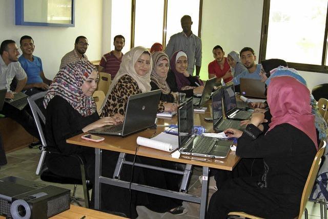 Palästinensische Computerfreaks tüfteln an PC-Programmen für arabische Welt