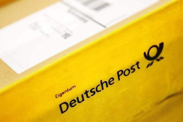 Dieb gibt sich in Postfiliale als Mitarbeiter aus – Kurierfahrer hält ihn fest