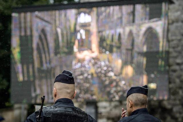 Bewegende Trauerfeier in Rouen