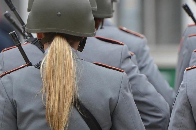 Dienst mit Zopf: Wie geht es Frauen in der Bundeswehr?
