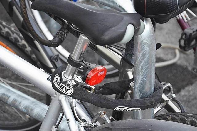 Mitten in den Reben: Isteiner sieht Dieb mit seinem Rad davonbrausen