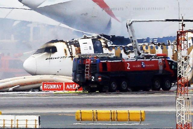 Boeing 777 brennt aus – Passagiere können sich retten