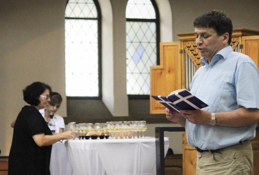 """Liest du noch oder trinkst du schon? E...22;Bibel und Wein"""" nicht fehlen.    Foto: Erik Stahlhacke"""