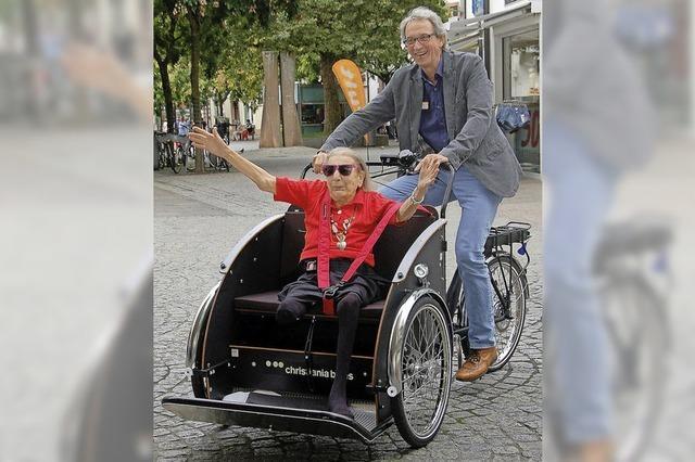 Das Spital hat jetzt eine Fahrradrikscha – dank zweier Spender