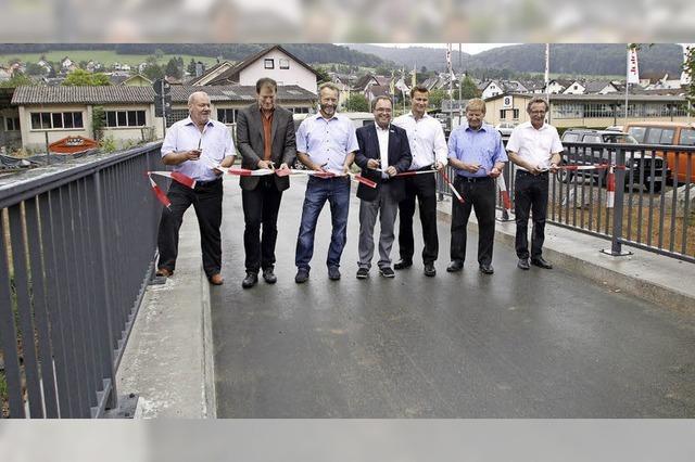 Neue Brücke über die Schutter