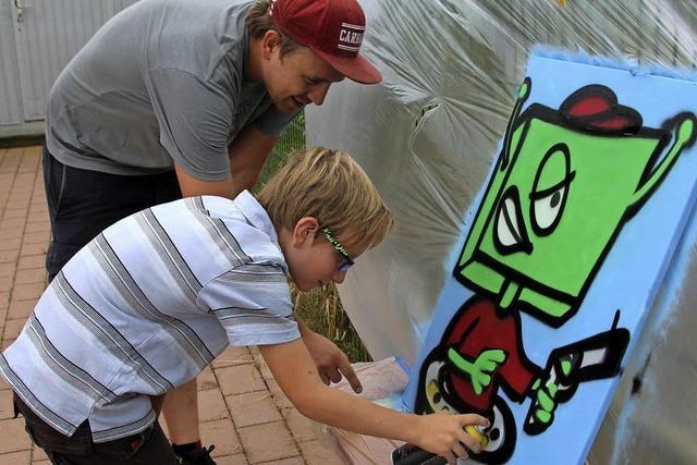 Kinder üben sich in Graffiti-Kunst – ganz legal