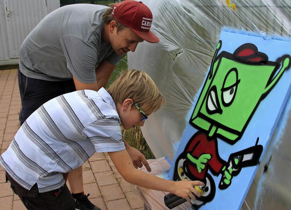 Kreativität im Ferienprogramm: Kurslei...ge Tipps zur Vollendung seines Bildes.  | Foto: Cremer