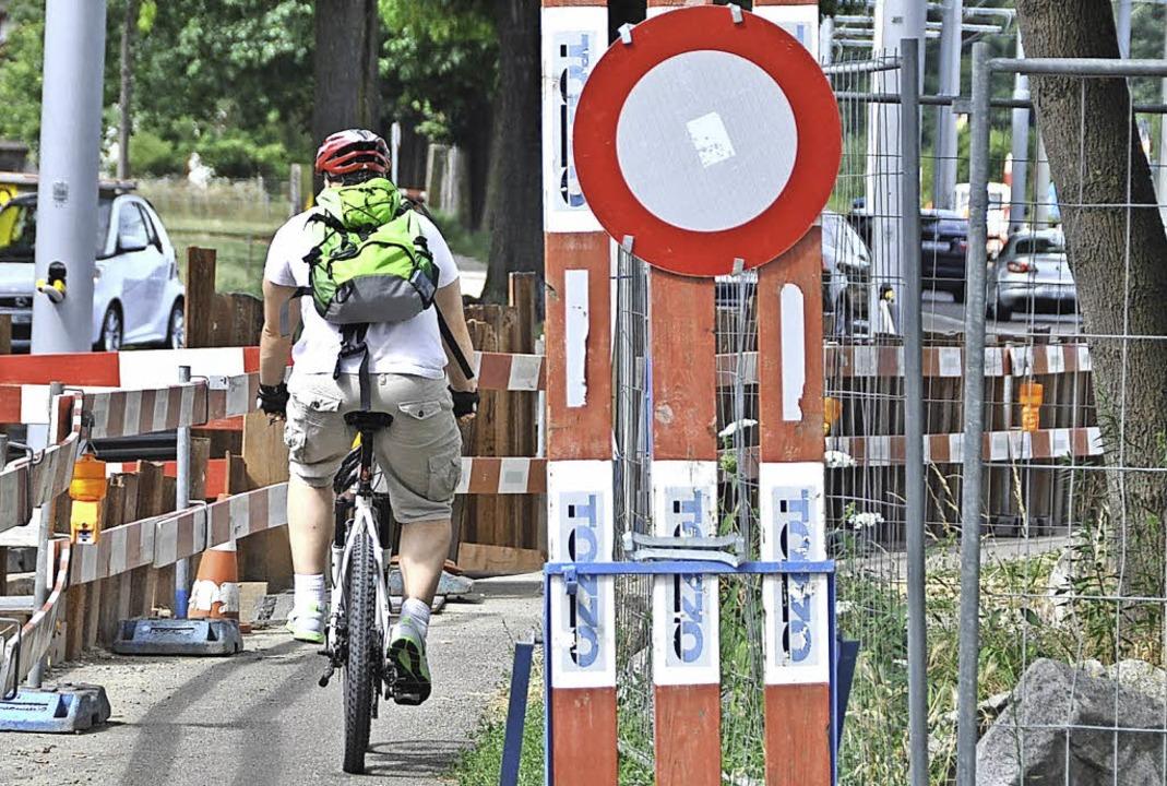 Nicht alle Radfahrer steigen an Engste... und schieben ihr Velo ein paar Meter.    Foto: Daniel Gramespacher