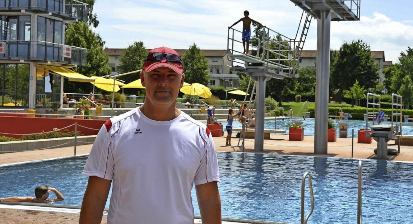 Frank Gaude arbeitet seit 15 Jahren im Lörracher Parkschwimmbad.   | Foto: Sophia Hesser