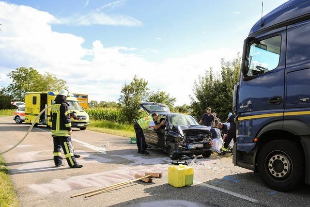 Fahrer stirbt bei Unfall