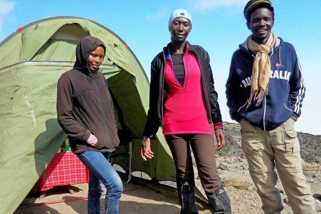 Immer mehr Frauen als Lastenträger auf Kilimandscharo