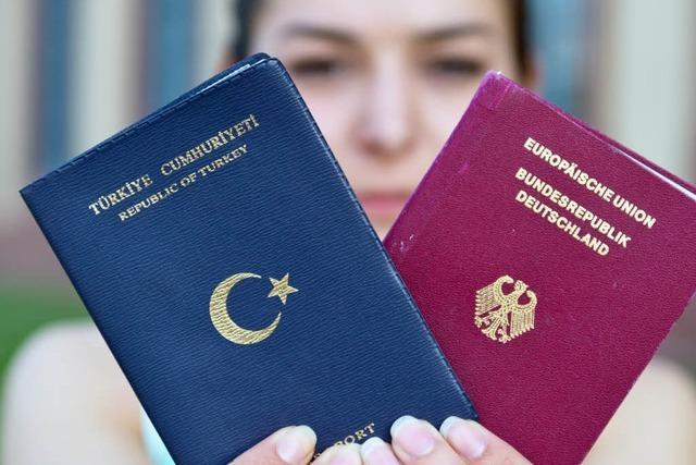 Teile der Union kritisieren doppelte Staatsbürgerschaft für Deutschtürken