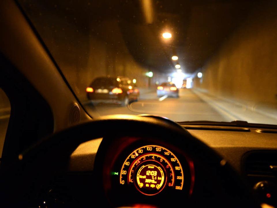 Vorsicht bei der Fahrt durch den Schüt...Kurve in Richtung Stadt wird geblitzt.  | Foto: Ingo Schneider