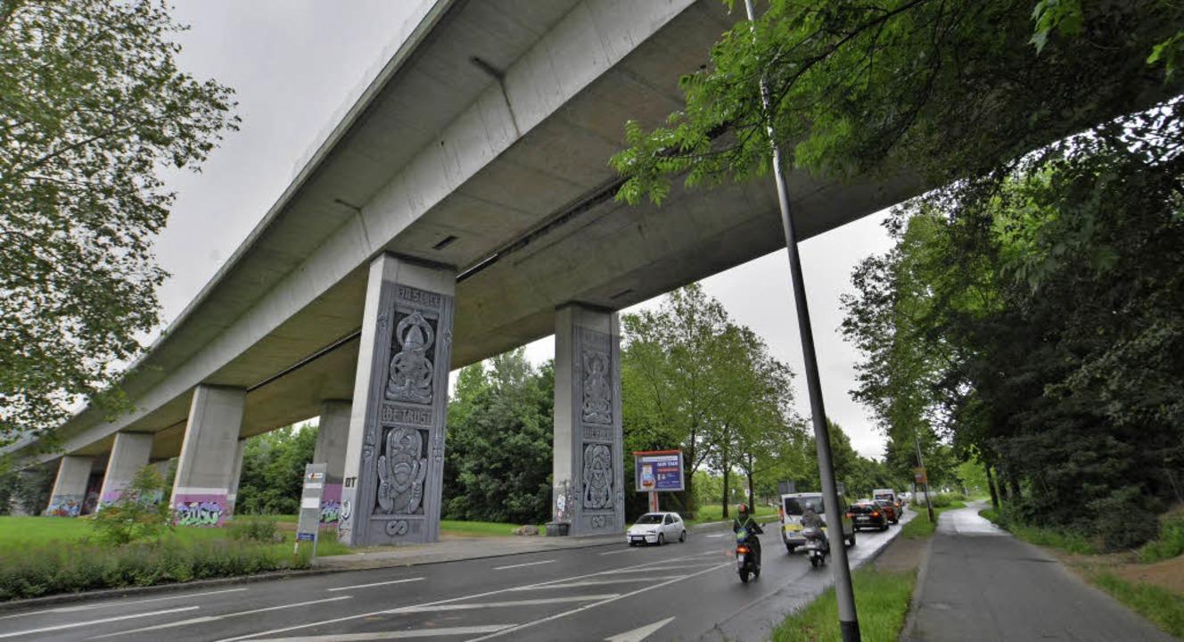 Die Brombacher Straße im Bereich der Autobahn wird saniert.   | Foto: Barbara Ruda