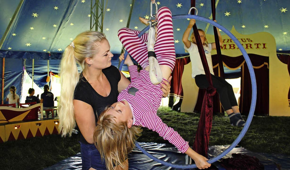Akrobatische Kunststücke zu lernen, ist eine faszinierende Sache.   | Foto: Anja Bertsch