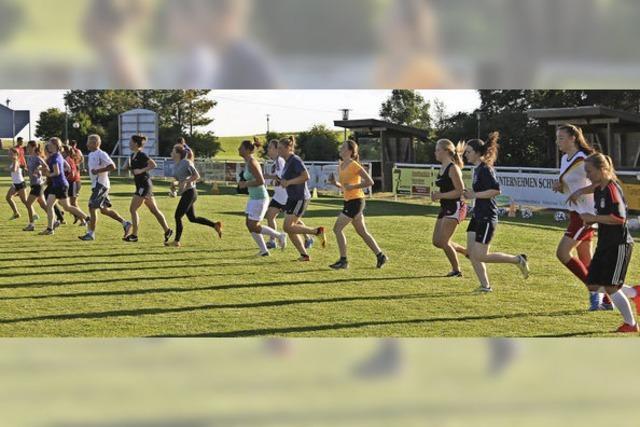 Frauenteams kicken in Häusern