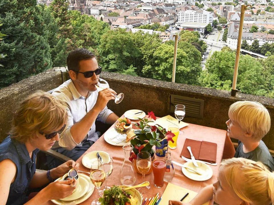 Die Terrasse des Schlossbergrestaurants Dattler.  | Foto: Michael Bamberger