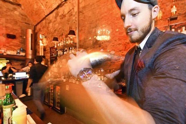 Fotos: BZ-Leser lernen bei der BZ-Ferienaktion Cocktailmixen in der Hemingway Bar
