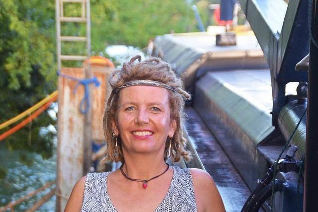 Schweizer Künstlerin legt mit Frachter an und will bleiben