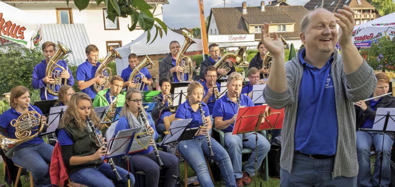 Die Musikanten der Trachtenkapelle Bir...it moderner und klassischer Blasmusik.  | Foto: Christiane Seifried