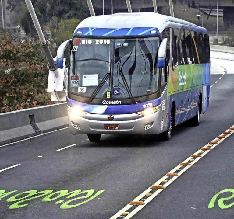 Der Shuttle-Bus hat seine eigene Spur.  | Foto: dpa