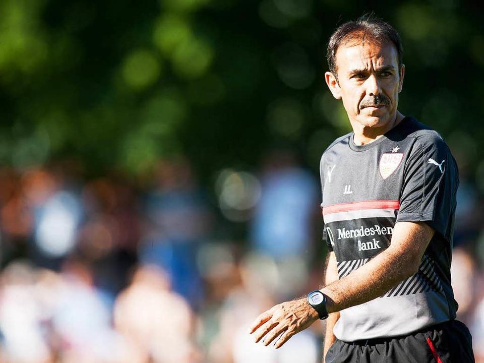 Will den VfB wieder ins Fußball-Oberhaus führen: Trainer Jos Luhukay  | Foto: dpa
