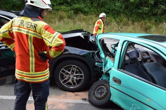 Drei Schwerverletzte bei zwei Unfällen auf der B31