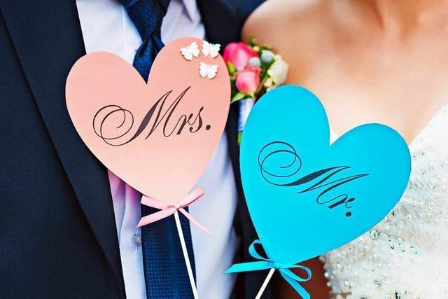 Die meisten Ehepaare wählen den Namen des Mannes