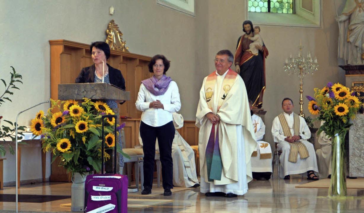 Die stellvertretende Pfarrgemeinderats... Doris Baumgärtner und Pater Marian.      Foto: Silke Hartenstein
