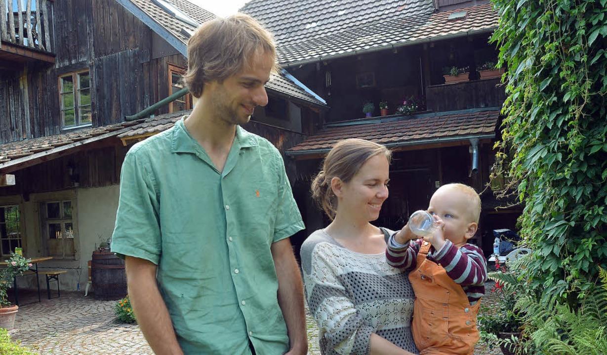 Remko und Leonie Brouwer (rechts Sohn ...echt in den alten Rössle-Hof verliebt.  | Foto: Susanne Filz