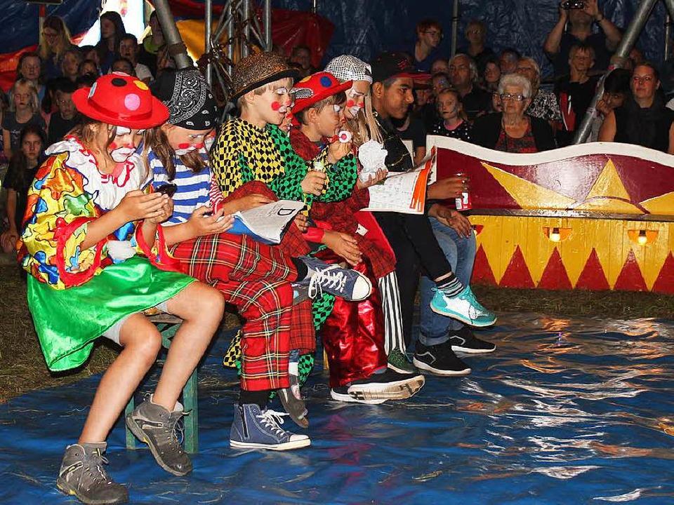 Die Zuschauer zum Lachen zu bringen ist eine Kernkompetenz der Clowns.     Foto: Anja Bertsch