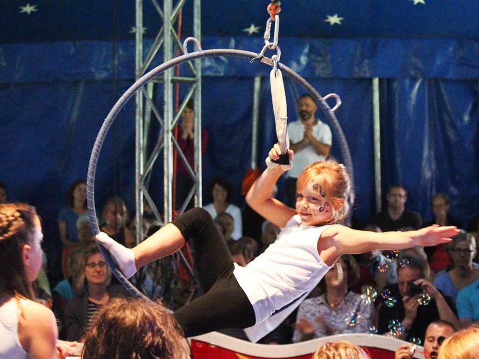 Kleine Zirkusprinzessin in Aktion     Foto: Anja Bertsch