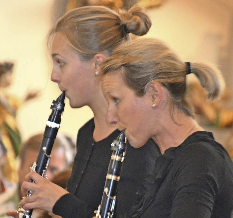 Gekonntes Solo: Michaela Ortlieb und Melanie Stecher   | Foto: Verein