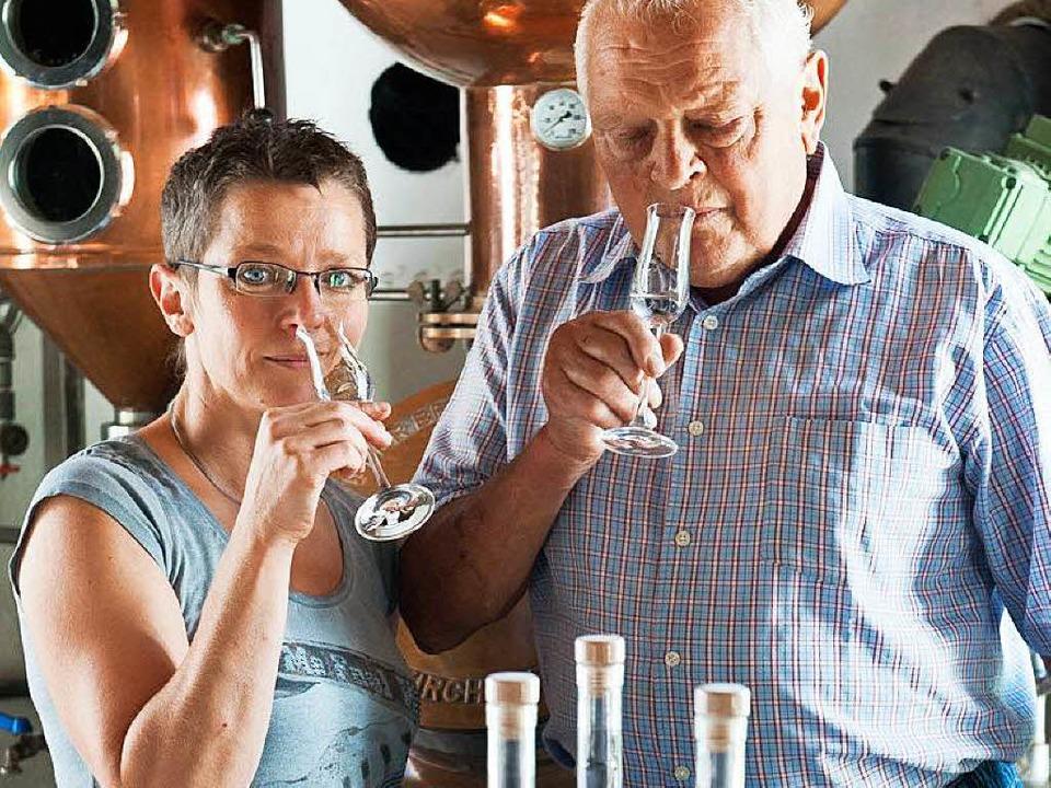 Elke Niemann mit ihrem Lehrmeister, ihrem Vater Fridolin Zanger.   | Foto: Privat
