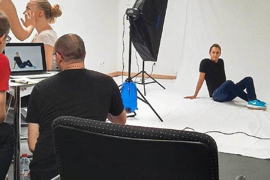 Professionell wurden wir mit Leinwand und Softbox von dem Profifotografen abgelichtet – natürlich erst, nachdem wir in der Maske waren! (Foto: privat)