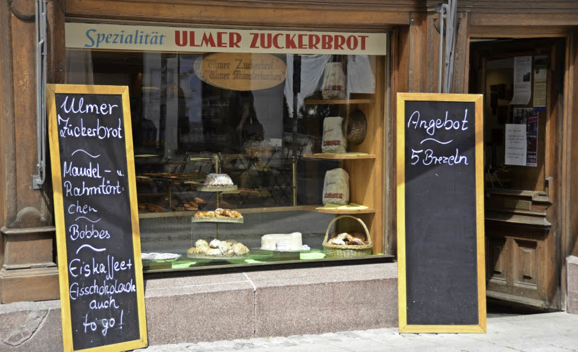 Nur beim Bäcker Zaiser gibt es das Ulmer Zuckerbrot.   | Foto: Theresa Steudel (2)/arto (fotolia.com)