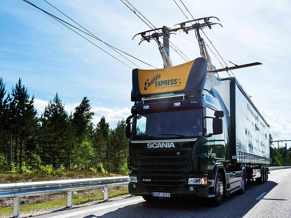 So könnte es bald auf deutschen Autoba...sehen: der erste E-Highway in Schweden  | Foto: Scania CV AB