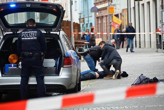 Trio nach bewaffnetem Überfall auf Juweliergeschäft angeklagt