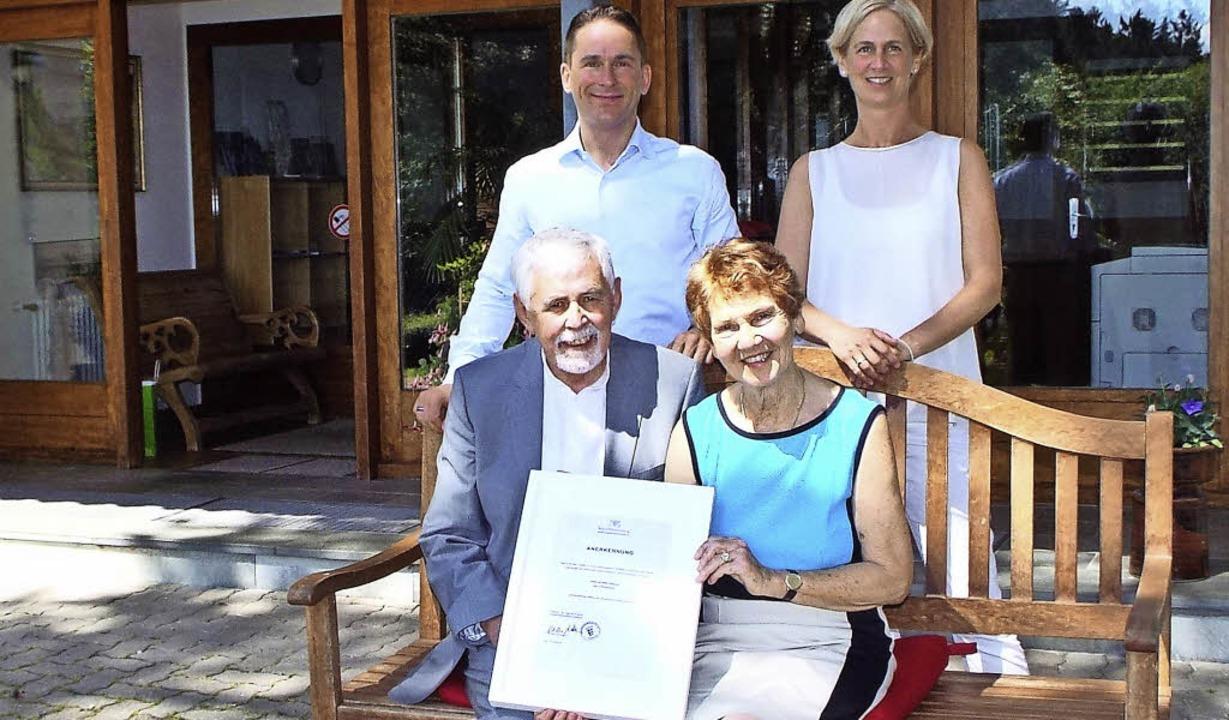 Über die Anerkennung der neuen Friedbo...inks) Patrick Goerke und Sabine Bloch.  | Foto: Wolfgang Adam