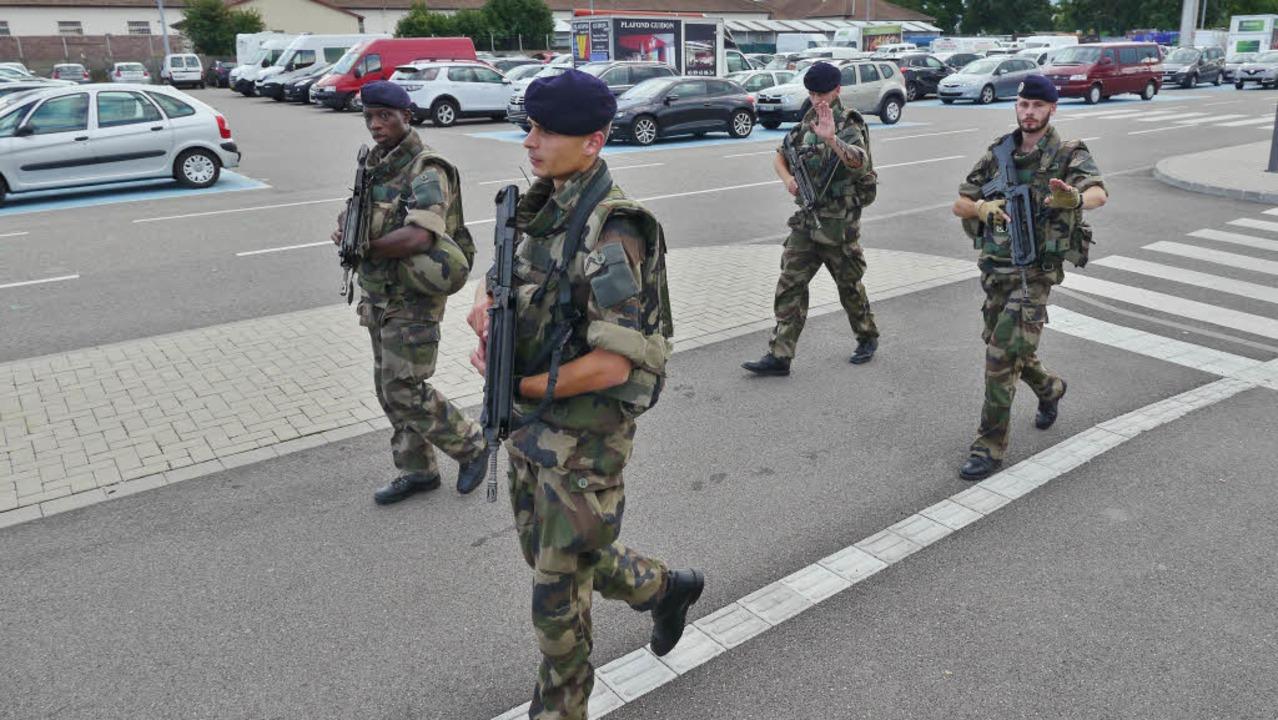 Soldaten patrouillieren  beim Weinfest in Colmar  | Foto: Vidéo-Perception