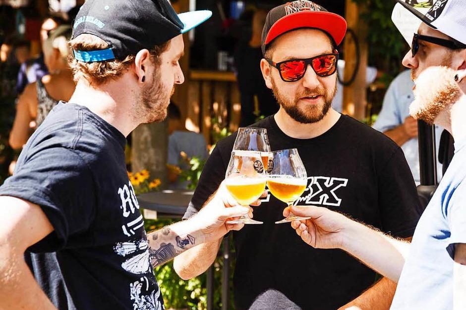 Bei Super-Sommerwetter ließen sich die Besucher des Craftivals von handgemachten Bieren erfrischen. (Foto: Jannis Grosse)